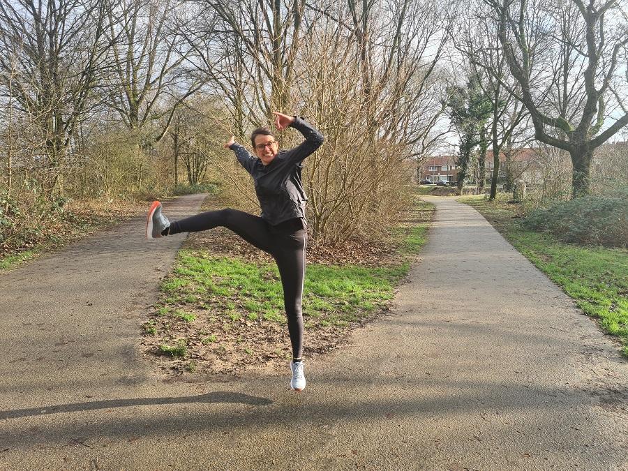 Gat in de lucht springen voor hardlopen